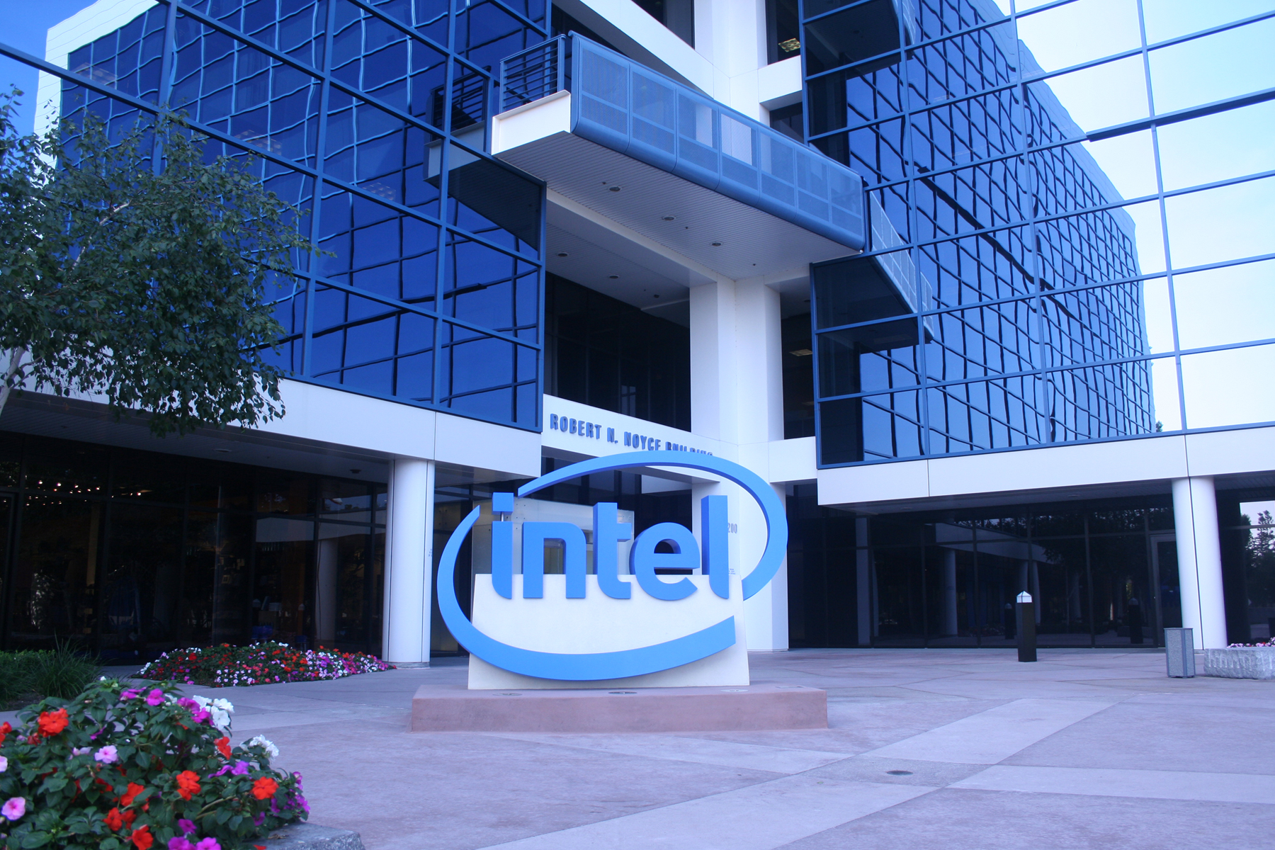 a history of intel corporation Intel (intc) swot analysis profile intel corporation designs, produces, and sells semiconductor chips and related technologies worldwide history of capitalizing on opportunities history of defending against threats.