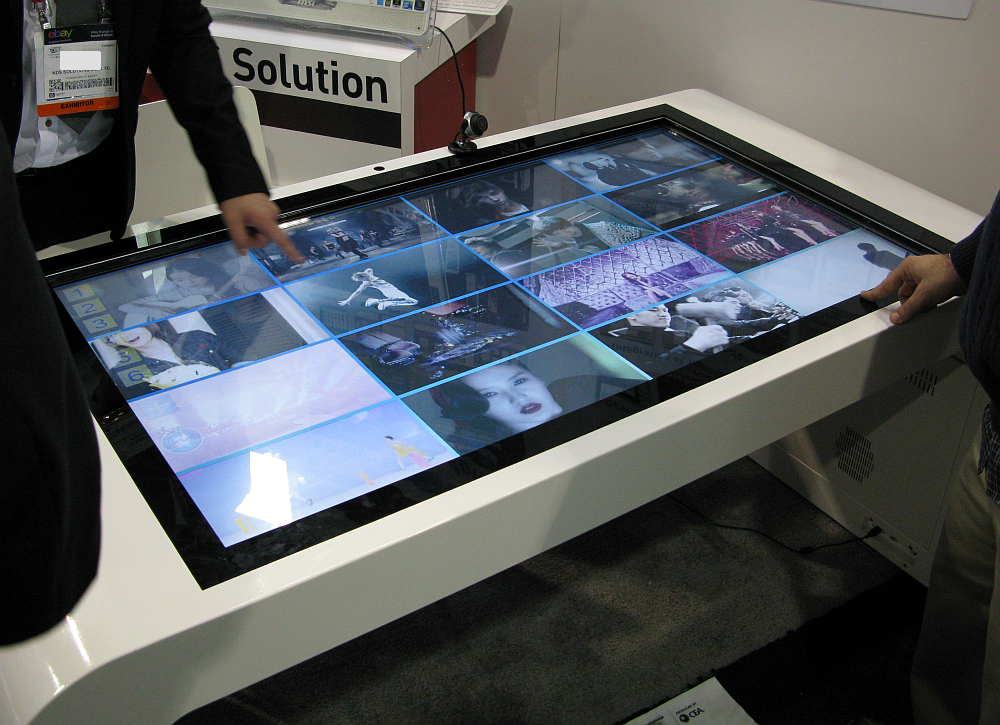 Zoom-Digital-Signage-Touch-Table | Intel Newsroom